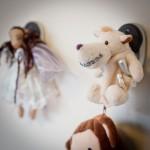 Kieferorthopaedie Aguero - Impressionen Teddybaer Zahnspange Wand